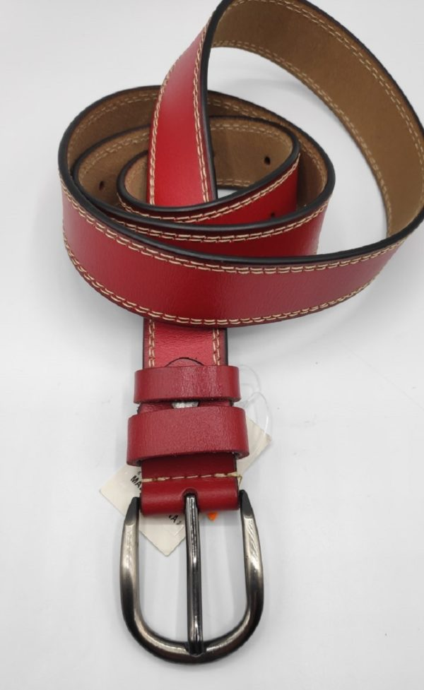 Cinturon estrechito de chica en roho