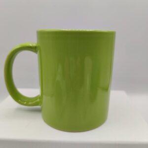 Taza de cerámica en verde