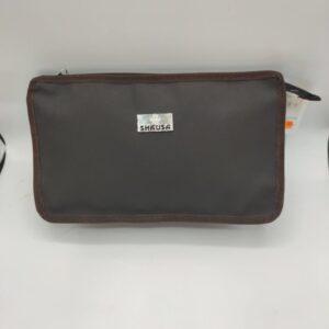 Bolsa de aseo color marrón oscuro
