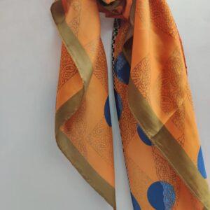 Pañuelo corto tonos azules y naranjas